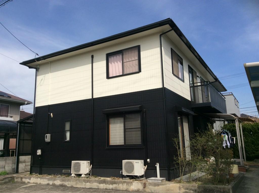 屋根・壁ともに、コストパフォーマンスの良い、シリコン塗料を塗装。色にこだわられていたK様はプランナーとの打合せを重ね、白と黒のツートンカラーに。色あせていた、樋や基礎も長持ちするよう塗装しています。