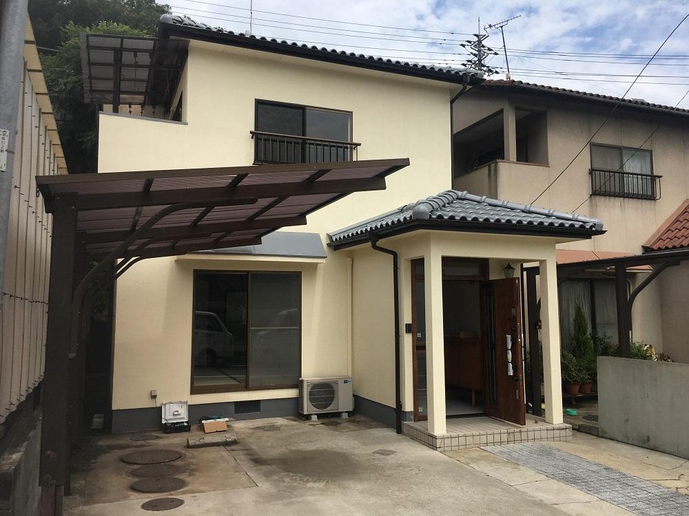 カスケホームがおすすめしているジャパンカーボライン会社のスーパームキコートを使用していただきました。 耐久性と屈曲性に優れ、ご自宅を雨・風・紫外線から守ります!