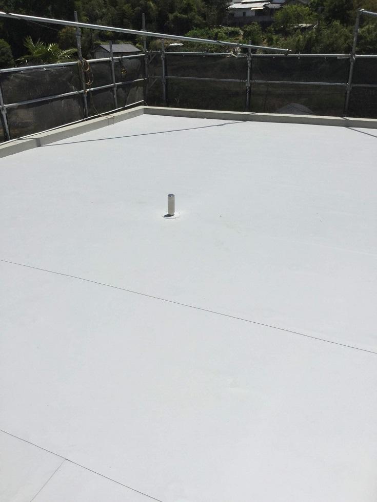 元々の防水の劣化が激しかったため、 下地の影響を受けにくい塩ビシート防水をご提案しました。